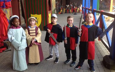 Year 2 visit Alnwick Castle