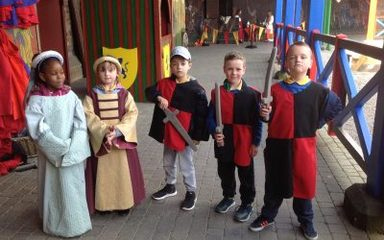 Year 2 visit Alnwick Castle